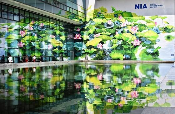 Khánh thành 2 bức tranh hoa sen tại sân bay quốc tế Nội Bài ảnh 2