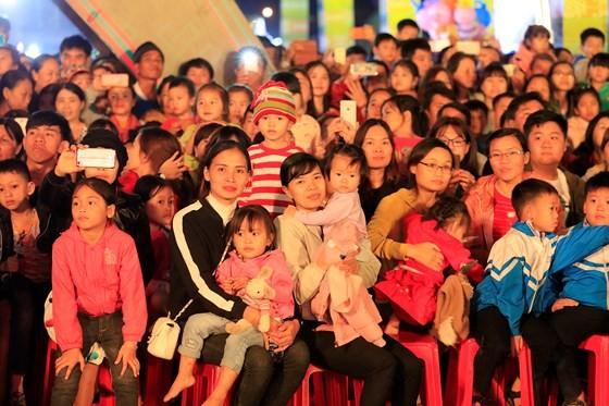 Tôn vinh thổ cẩm trong đêm khai mạc Lễ hội Văn hoá thổ cẩm Việt Nam lần thứ I ảnh 13