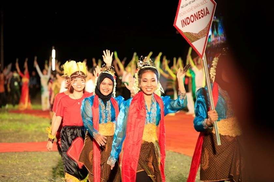 Tôn vinh thổ cẩm trong đêm khai mạc Lễ hội Văn hoá thổ cẩm Việt Nam lần thứ I ảnh 14