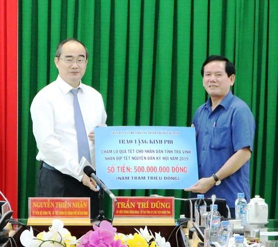 Bí thư Thành ủy TPHCM Nguyễn Thiện Nhân thăm, tặng quà tết ở Trà Vinh ảnh 3