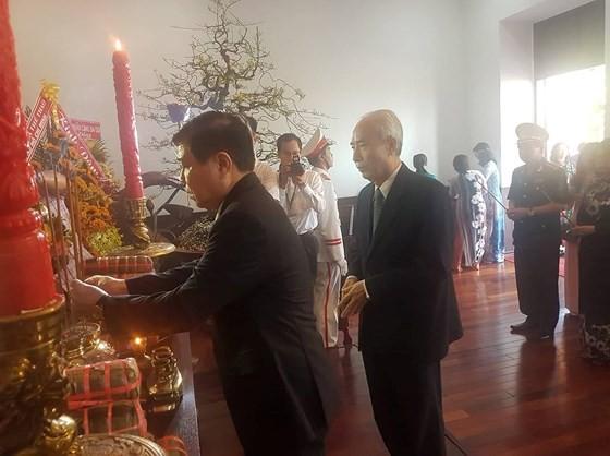 Lãnh đạo TPHCM dâng cúng bánh tét Quốc tổ Hùng Vương ảnh 5