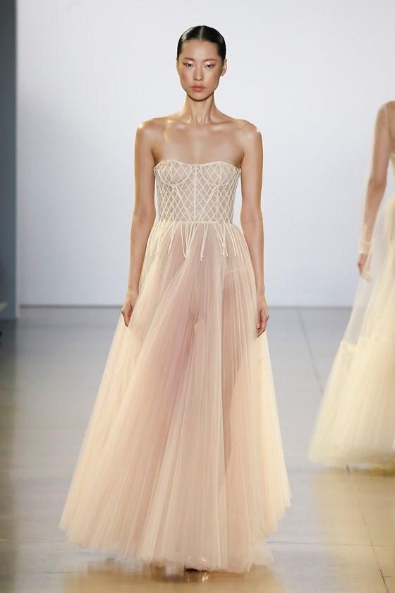 """Xem BST """"Cuộc dạo chơi của những vì sao"""" của Công Trí tại New York Fashion Week 2019 ảnh 1"""