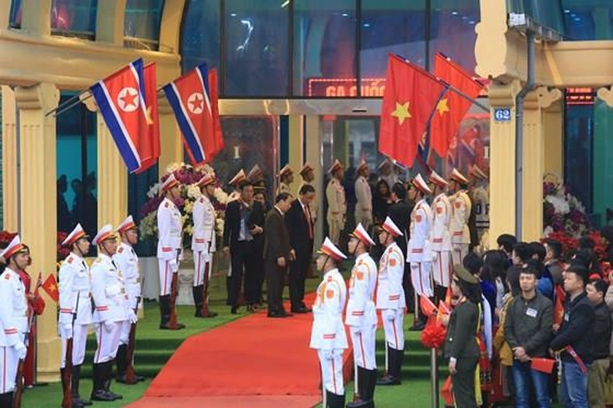 North Korean leader Kim Jong Un arrives in Dong Dang Train Station ảnh 13
