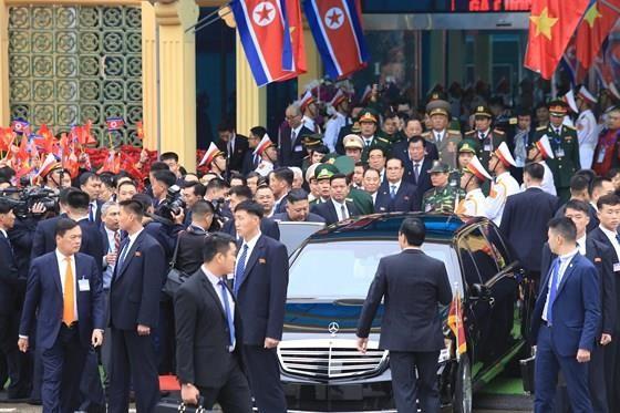 North Korean leader Kim Jong Un arrives in Dong Dang Train Station ảnh 6