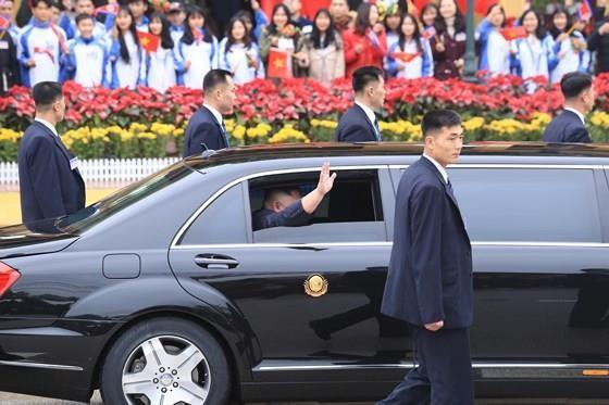 North Korean leader Kim Jong Un arrives in Dong Dang Train Station ảnh 9