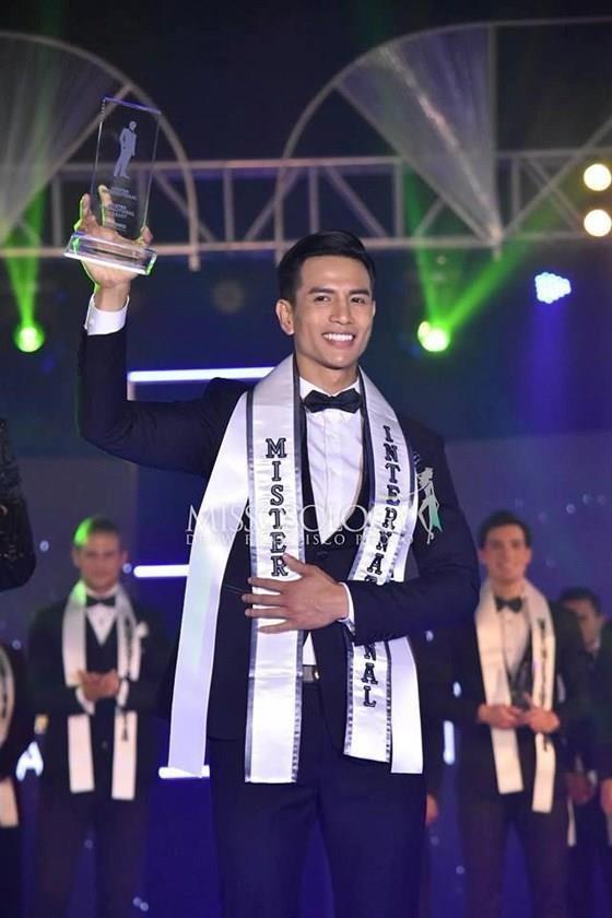 Vietnamese model wins Mr International 2019 ảnh 1
