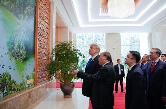 PM Nguyen Xuan Phuc meets US leader ảnh 3