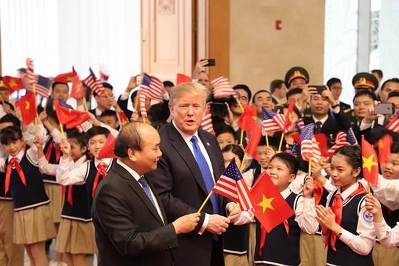PM Nguyen Xuan Phuc meets US leader ảnh 5