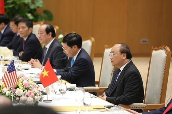 PM Nguyen Xuan Phuc meets US leader ảnh 9