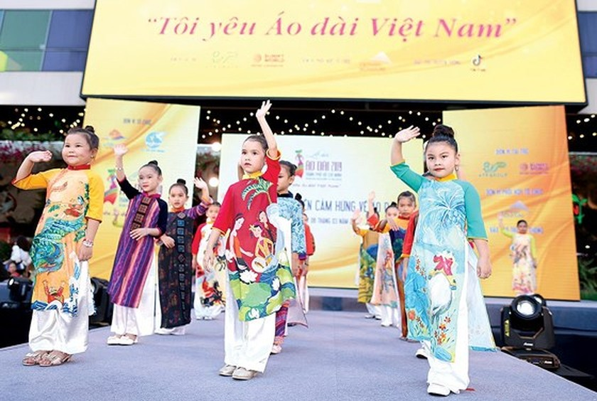 The annual March of Ao Dai in HCMC ảnh 3