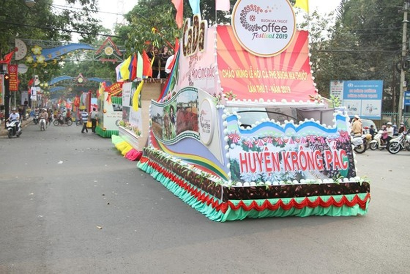 The 7th Buon Ma Thuot coffee festival kicks off with street festival ảnh 9
