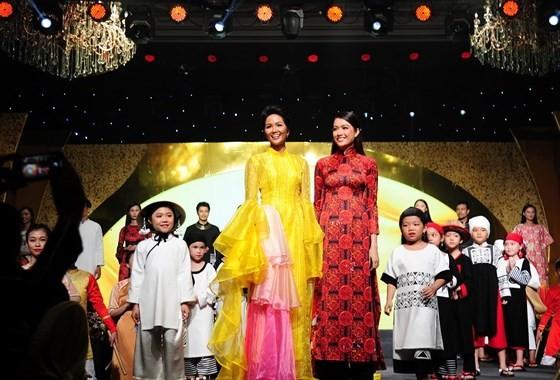 Ho Chi Minh City Ao Dai Festival 2019 wraps up ảnh 2