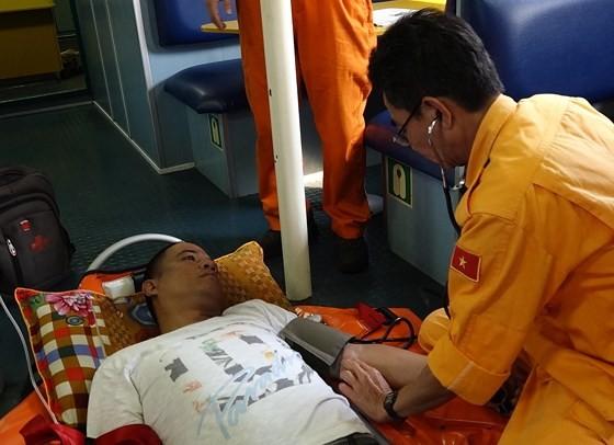 Filipino sailor severely injured at sea rescued ảnh 2