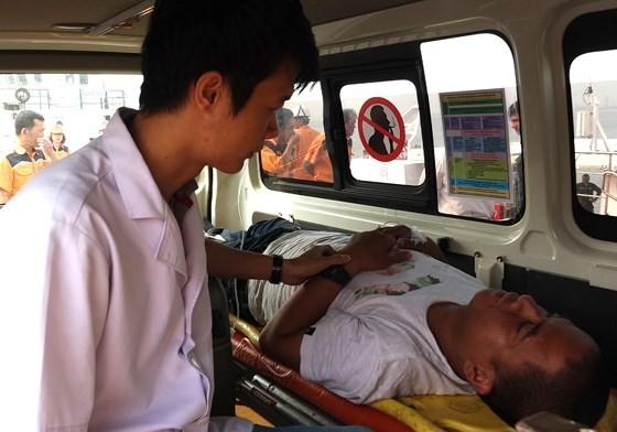 Filipino sailor severely injured at sea rescued ảnh 3