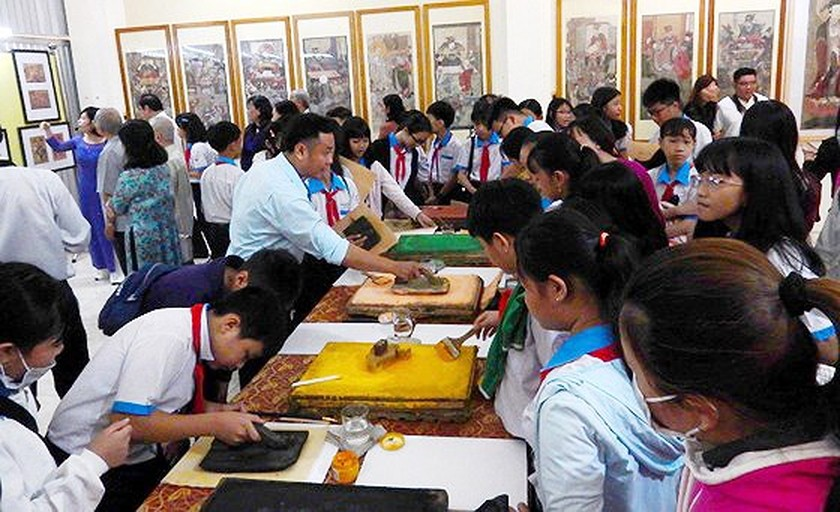 "Exhibition on ""Study and Follow Ho Chi Minh's Moral Example"" opens in Can Tho ảnh 2"