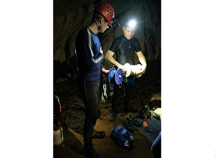 First ever public photos of a research trip to Son Doong Cave ảnh 1