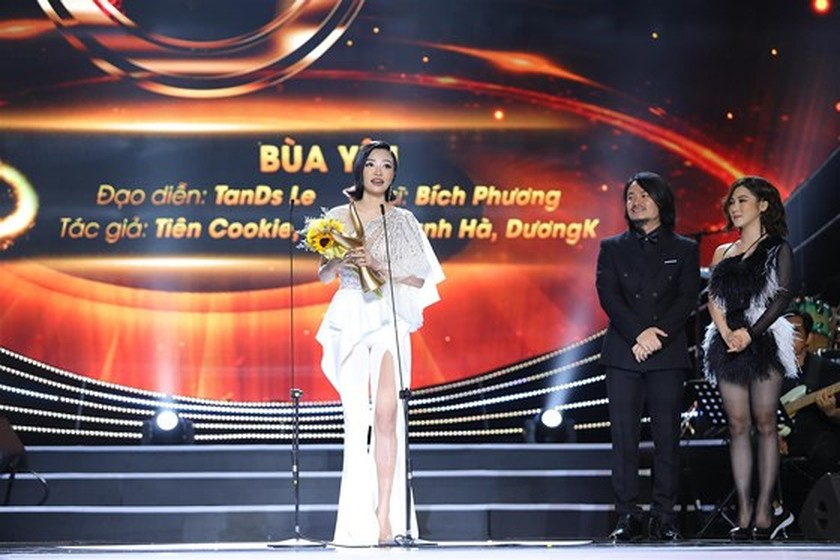 """Bua Yeu"" honored with two big awards ảnh 1"