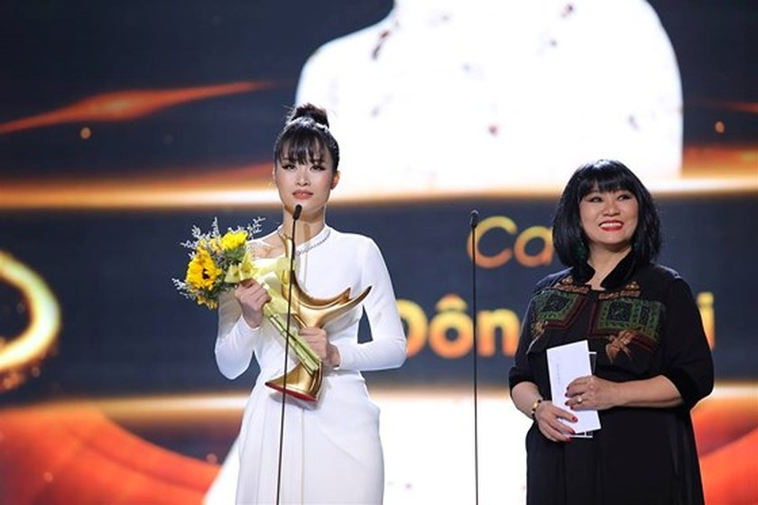 """Bua Yeu"" honored with two big awards ảnh 2"