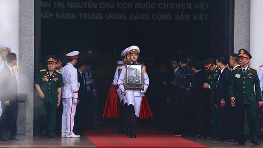 Funeral procession of former State President Le Duc Anh begins ảnh 1