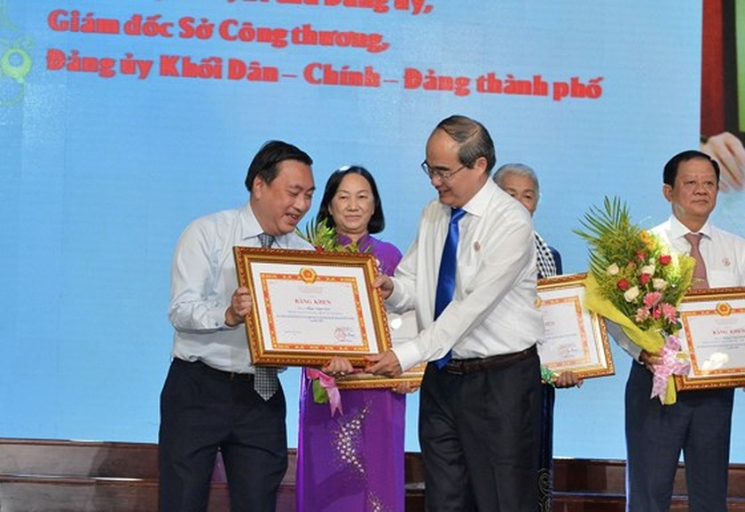 HCMC honors 392 outstanding individuals, teams ảnh 1
