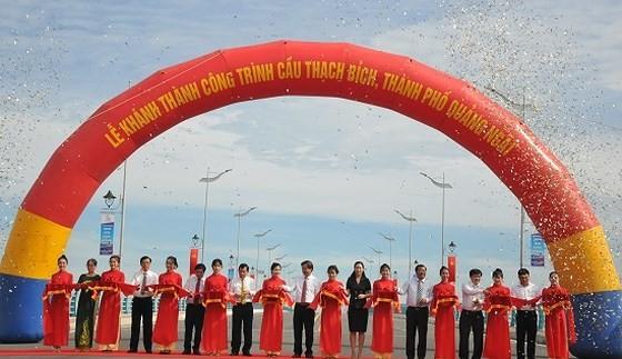 Quang Ngai province inaugurates Thach Bich bridge ảnh 1