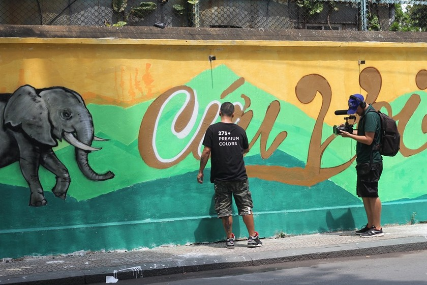 Wildlife Street Art Bus Tour program ends in HCMC ảnh 4