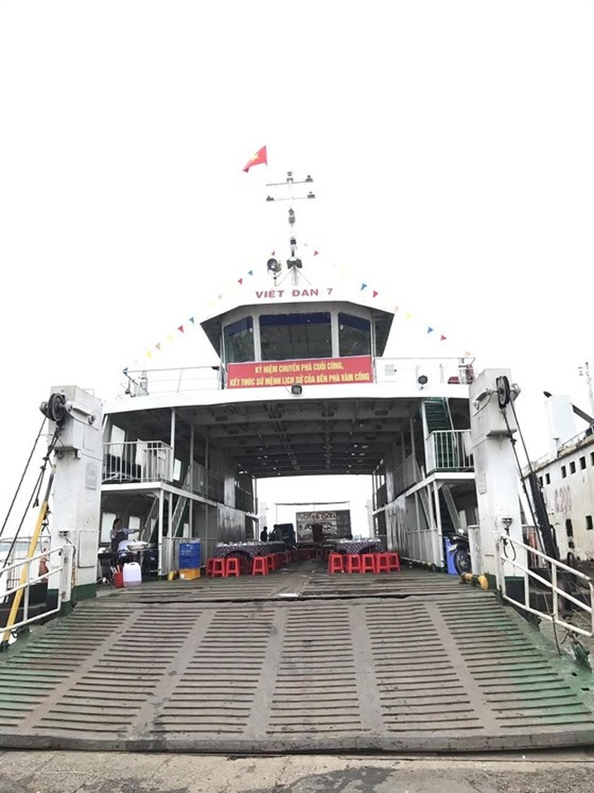Vam Cong ferry terminal closed after 100 years in operation ảnh 1