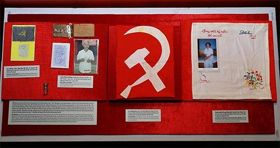 Exhibition honoring prisoners of war opens in Hanoi ảnh 3