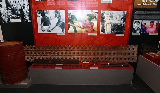 Exhibition honoring prisoners of war opens in Hanoi ảnh 2