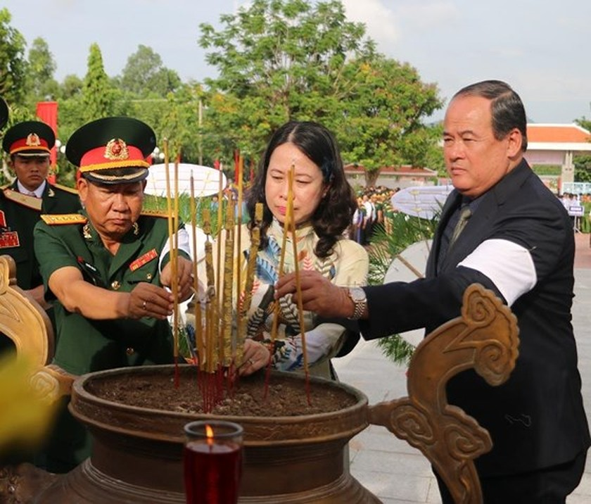 Ha Tinh province celebrates 51st anniversary of Dong Loc T-junction ảnh 25