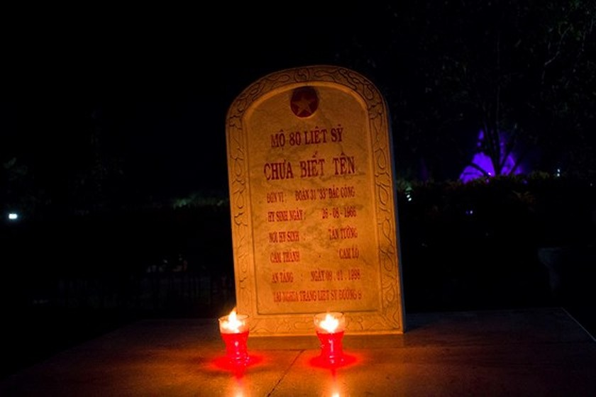 Tens thousands of candles light up sacred land of Vietnamese martyrs ảnh 4