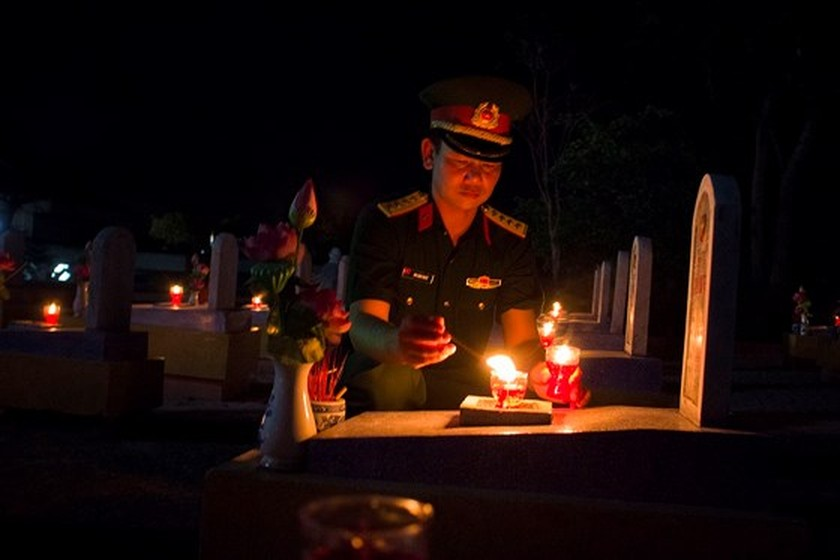 Tens thousands of candles light up sacred land of Vietnamese martyrs ảnh 5