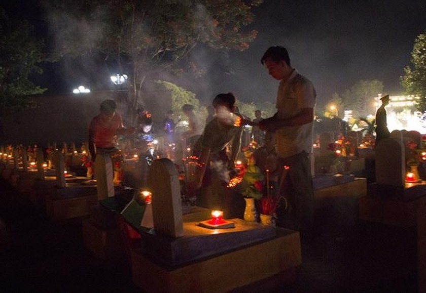 Tens thousands of candles light up sacred land of Vietnamese martyrs ảnh 7