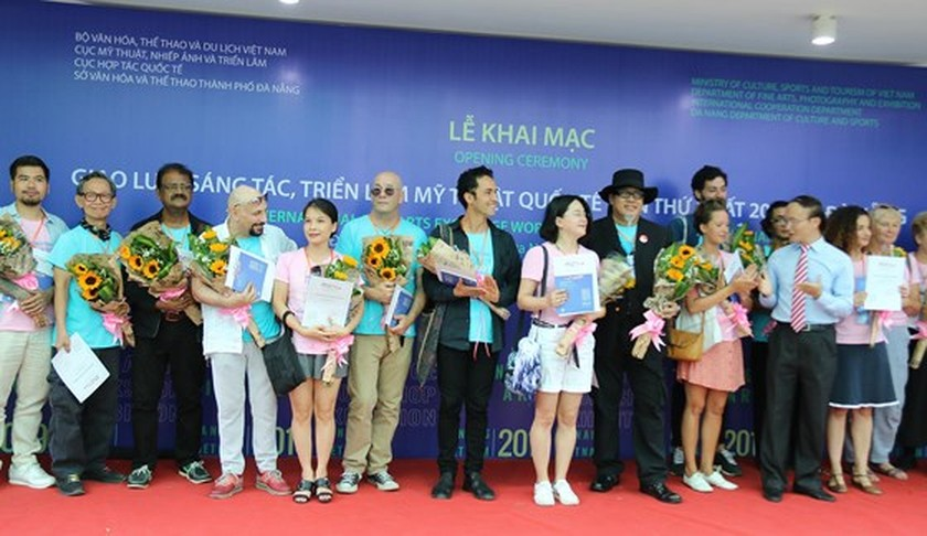 Da Nang hosts 1st Int'l Fine Arts Exhibition ảnh 1