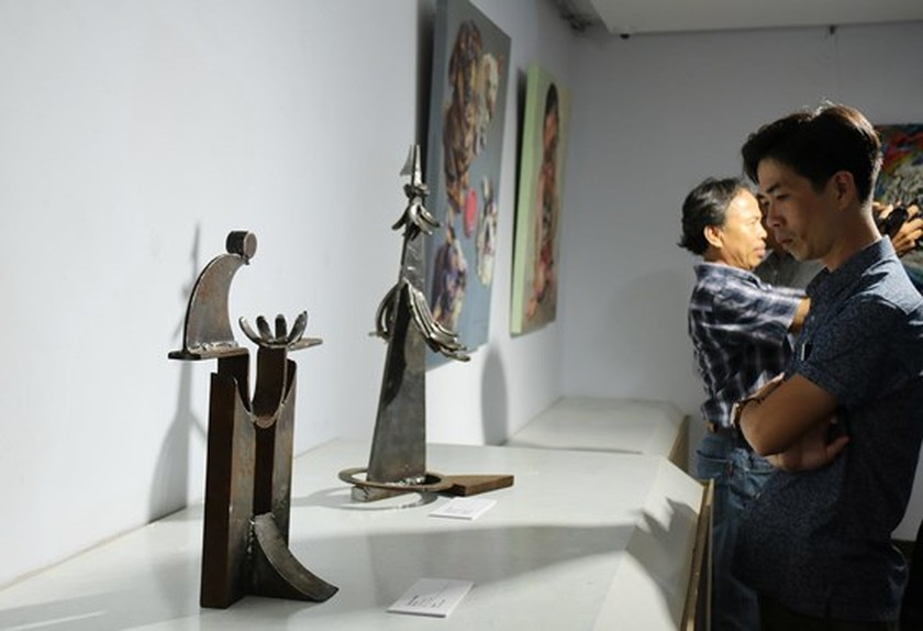 Da Nang hosts 1st Int'l Fine Arts Exhibition ảnh 3