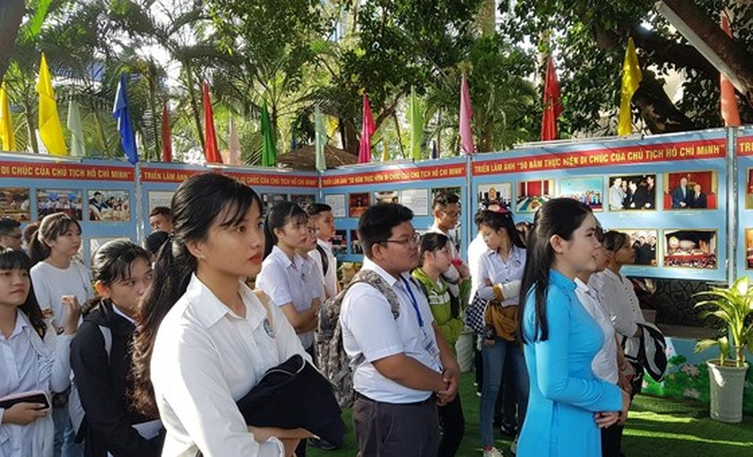 Exhibition celebrates 50-year implementation of late President's testament ảnh 1