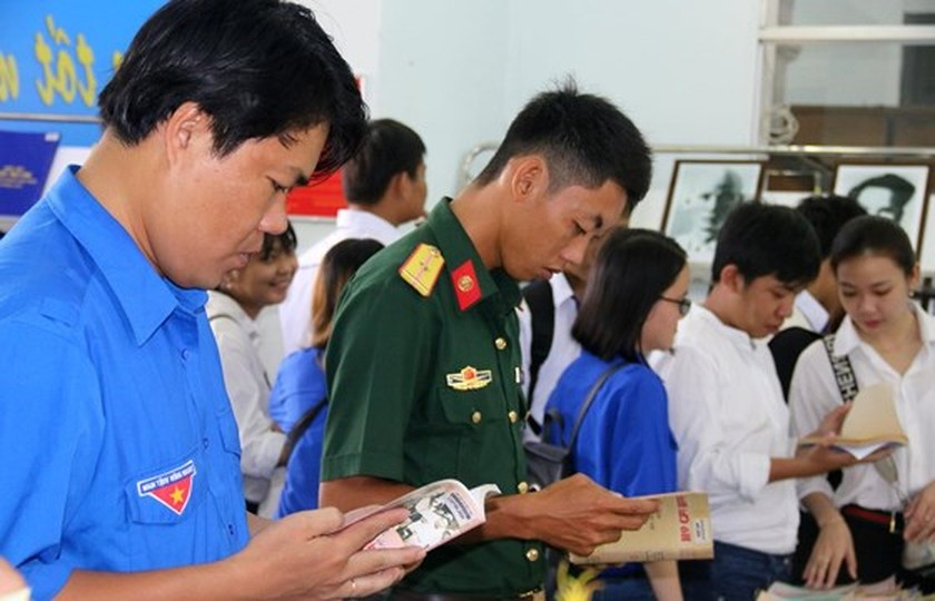 Can Tho city holds exhibitions on President Ho Chi Minh ảnh 2