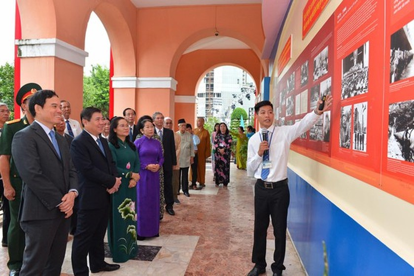 HCMC leaders pay tribute to late Presidents on National Day ảnh 2