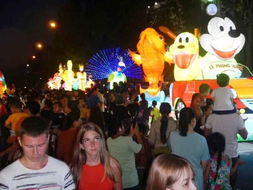 Country's biggest Mid-Autumn Festival in Phan Thiet city ảnh 2