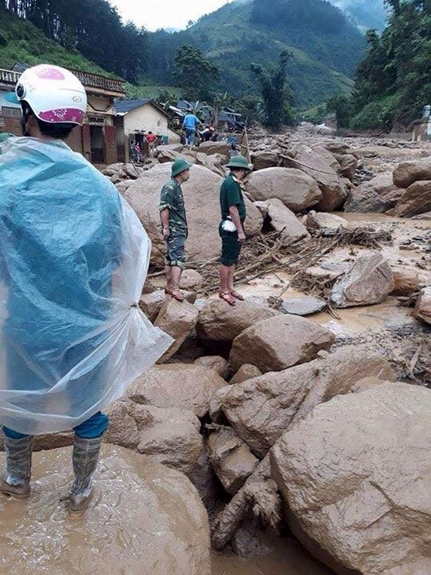 33 dead & missing reported after flashflood ảnh 2
