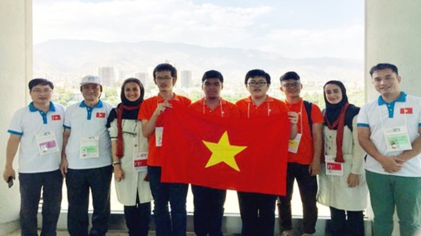 VN wins one gold, two bronze medals at Int'l Informatics Olympiad  ảnh 1