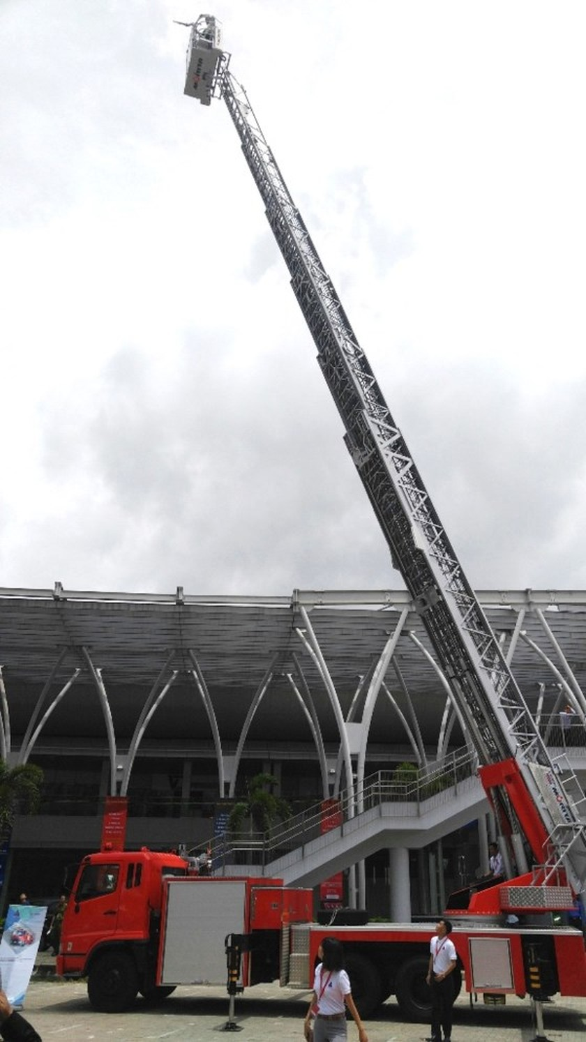 City kicks off exhibition on fire safety & rescue equipment ảnh 4