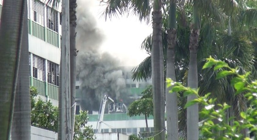 Huge fire happens in Ho Chi Minh City  ảnh 1