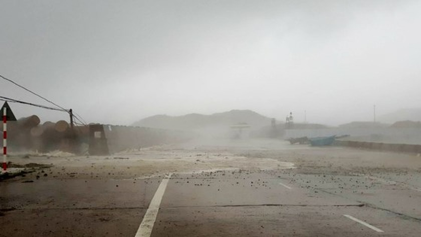 Typhoon Doksuri makes landfall in central provinces  ảnh 5