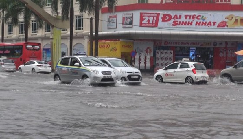Downpour causes serious flooding in Thanh Hoa ảnh 1