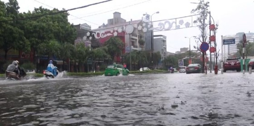 Downpour causes serious flooding in Thanh Hoa ảnh 4