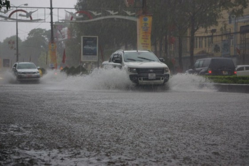 Downpour causes serious flooding in Thanh Hoa ảnh 6