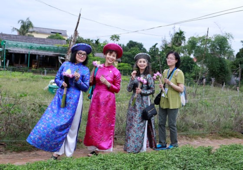 APEC ministers' excellency experience cultural heritage of Quang Nam  ảnh 7