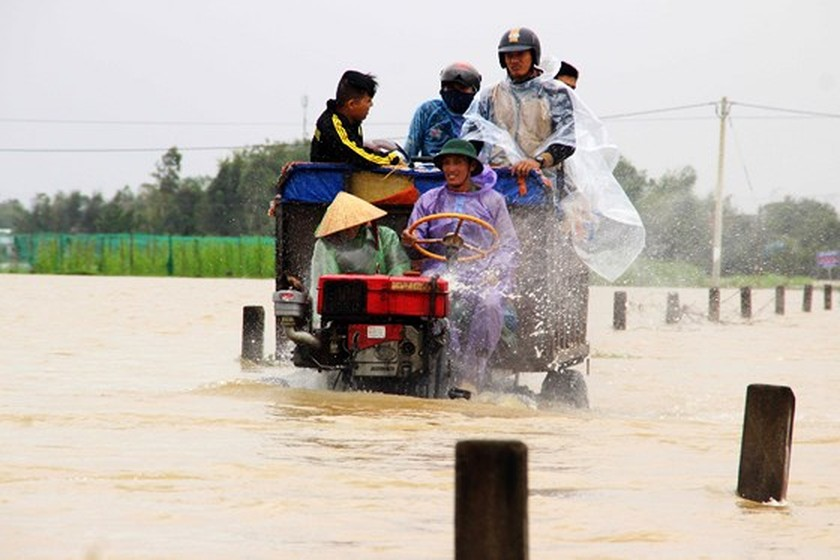Nearly 29,000 houses moved due to huge flooding  ảnh 2