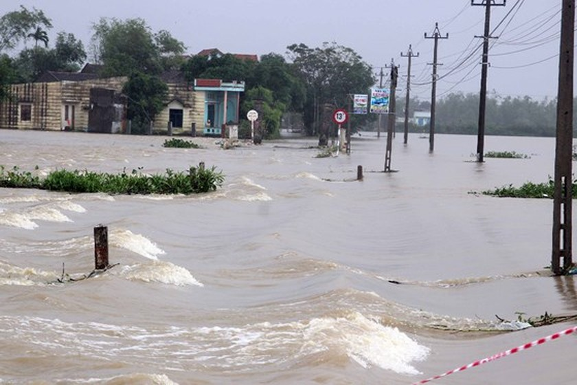 Nearly 29,000 houses moved due to huge flooding  ảnh 3